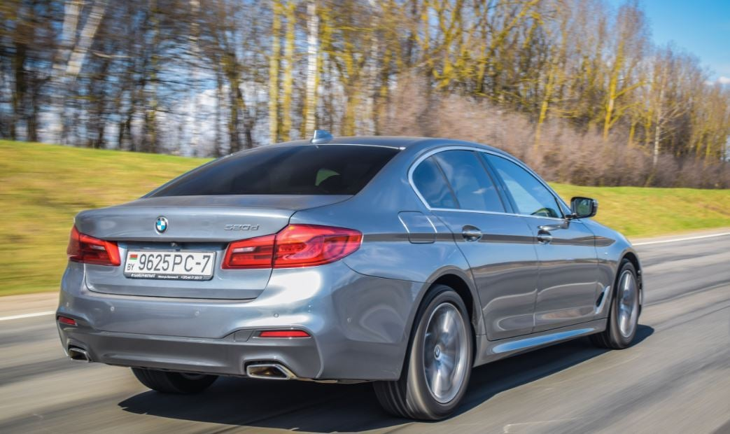 """alt=""""parte trasera de la berlina BMW Serie 5"""""""
