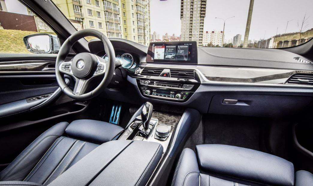 """alt=""""interior del nuevo BMW Serie 5"""""""