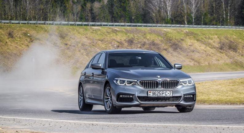 "alt=""BMW Serie 5 en circuito"""