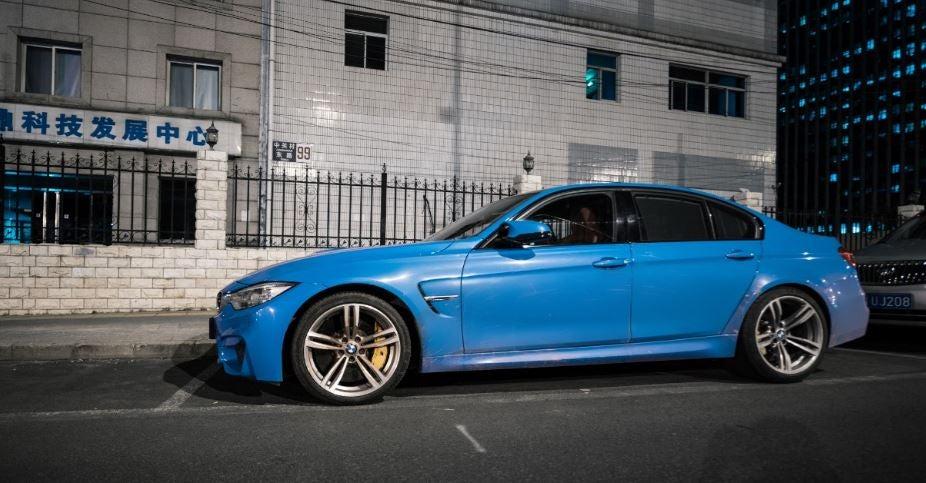 """alt=""""BMW M3 azul eléctrico"""""""