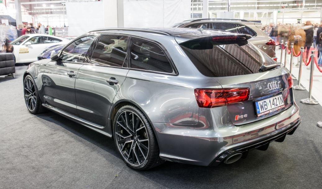 """alt=""""Parte trasera del Audi RS6 Avant 2017"""""""