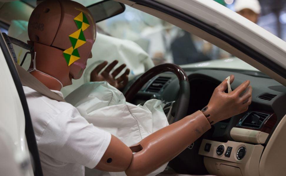 Cinturon de seguridad y airbag en funcionamiento tras colisión