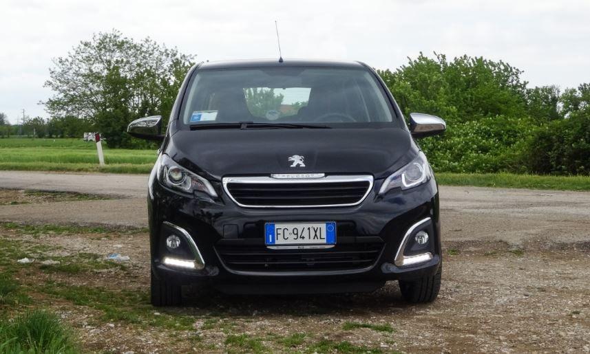 """alt=""""el Peugeot 108 de frente"""""""