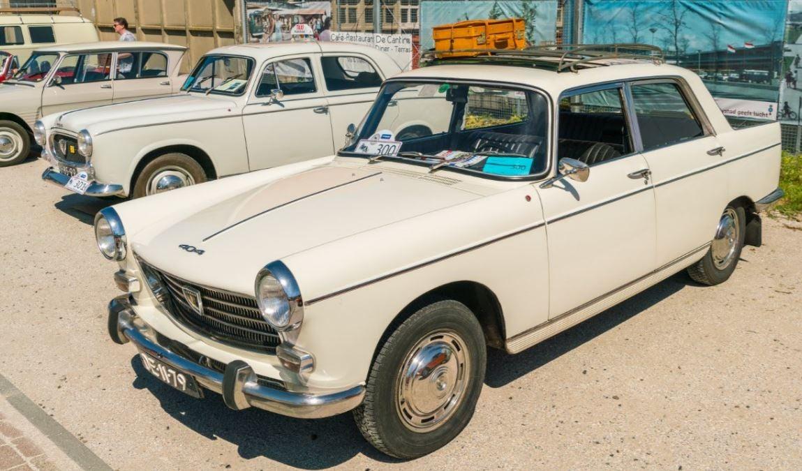 """alt=""""Peugeot 404 old"""""""