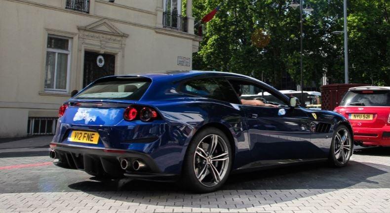 "alt=""Ferrari GTC4Lusso familiar"""
