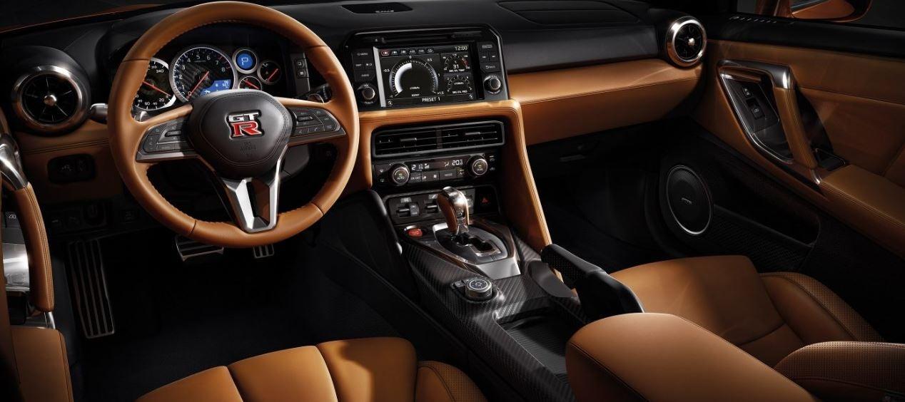 interior del nuevo Nissan GT-R 2017