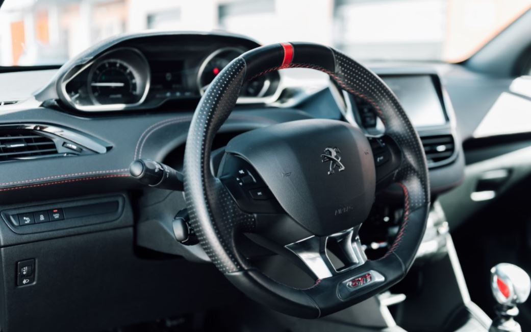 Visión interior del Peugeot 208 GTi