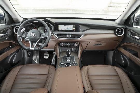 Alfa Romeo Stelvio: interior