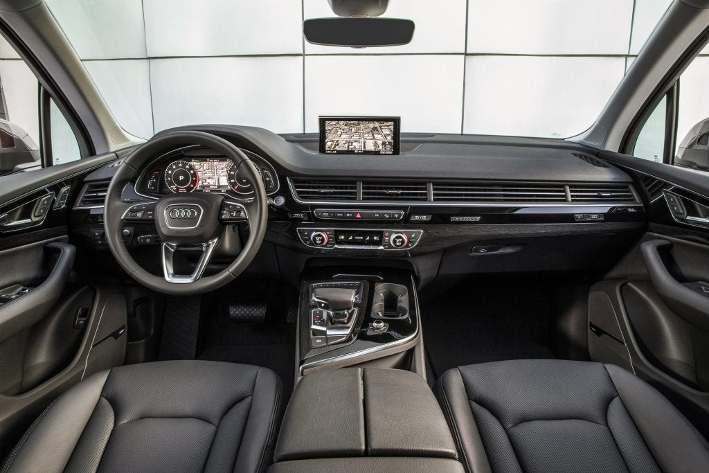 Audi Q7: interior