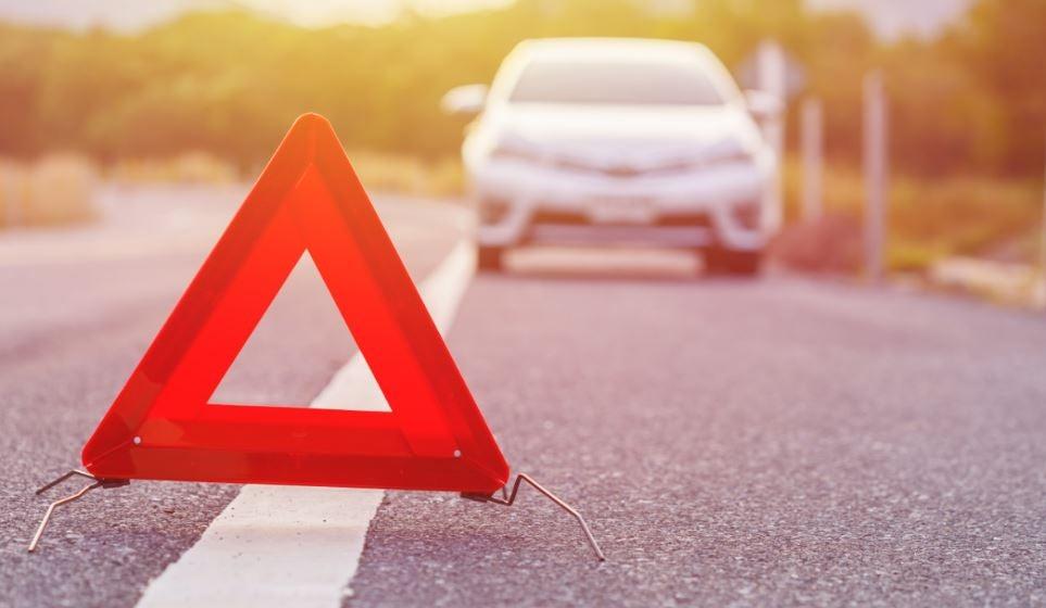 Cambiar rueda del coche y poner los triángulos