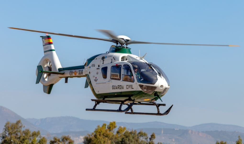 Guardia Civil en helicóptero