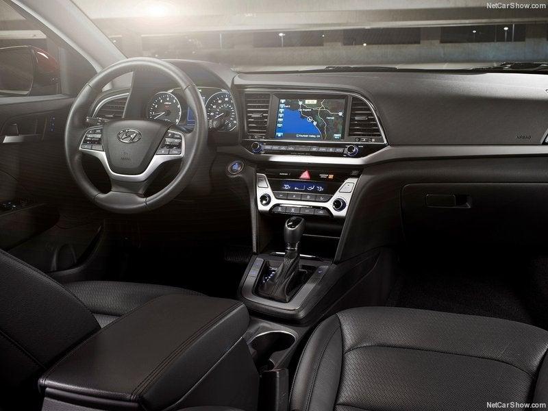 Hyundai Elantra: interior