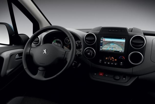 Interior del Peugeot Partner Tepee Electric.