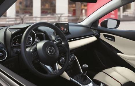 imagen del interior del nuevo Mazda 2