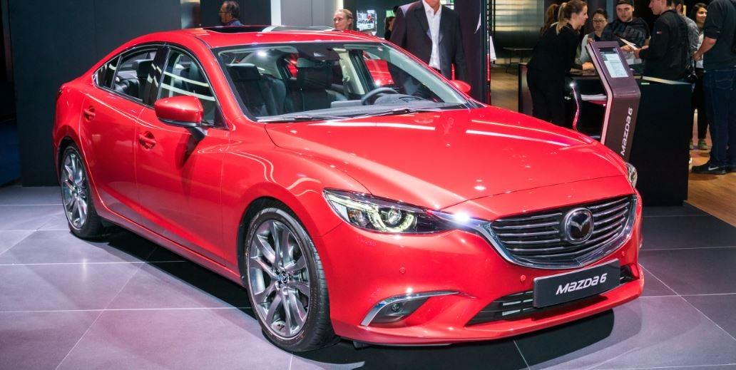Mazda 6 visto de frente 2017