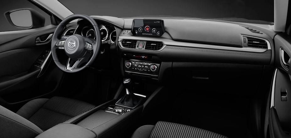 Vista interior del puesto de conducción del Mazda 6