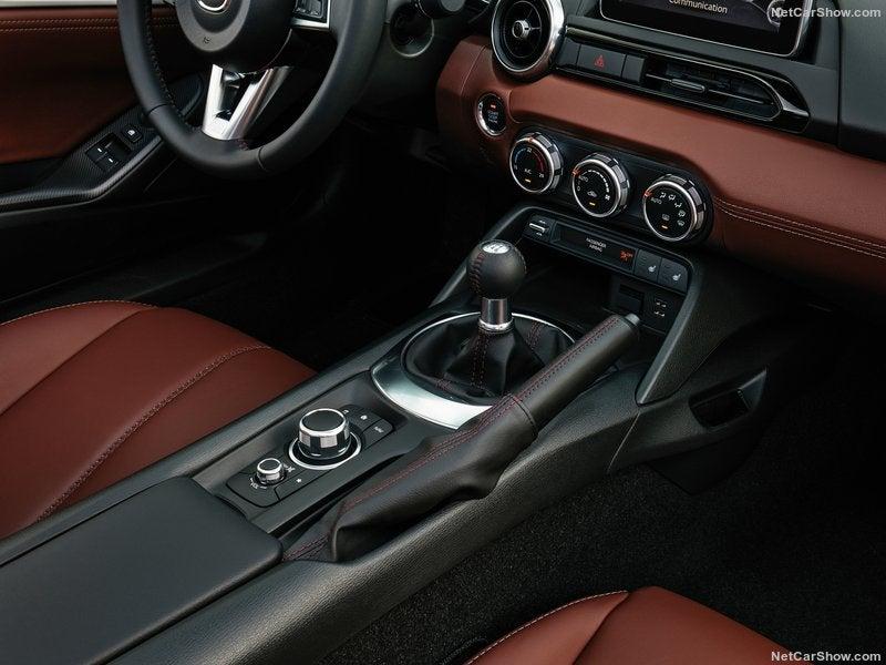 Mazda MX-5 RF: interior