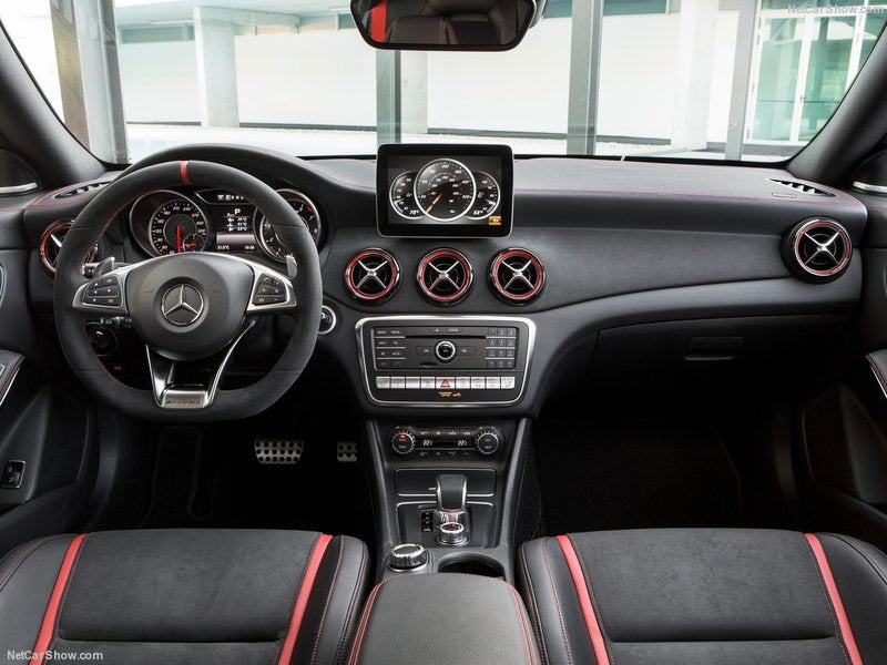 Mercedes AMG CLA 45: interior