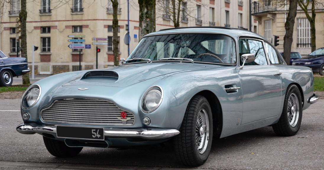 Aston martin DB5 007 historia marca británica