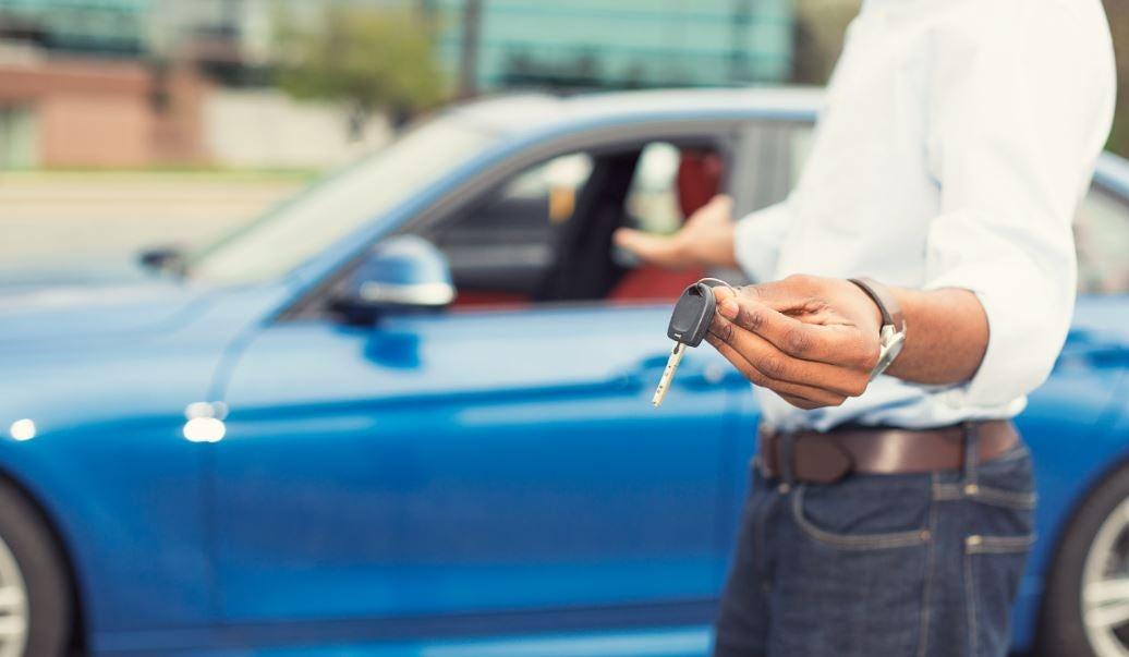 ¿Qué considerar antes de alquilar un coche?