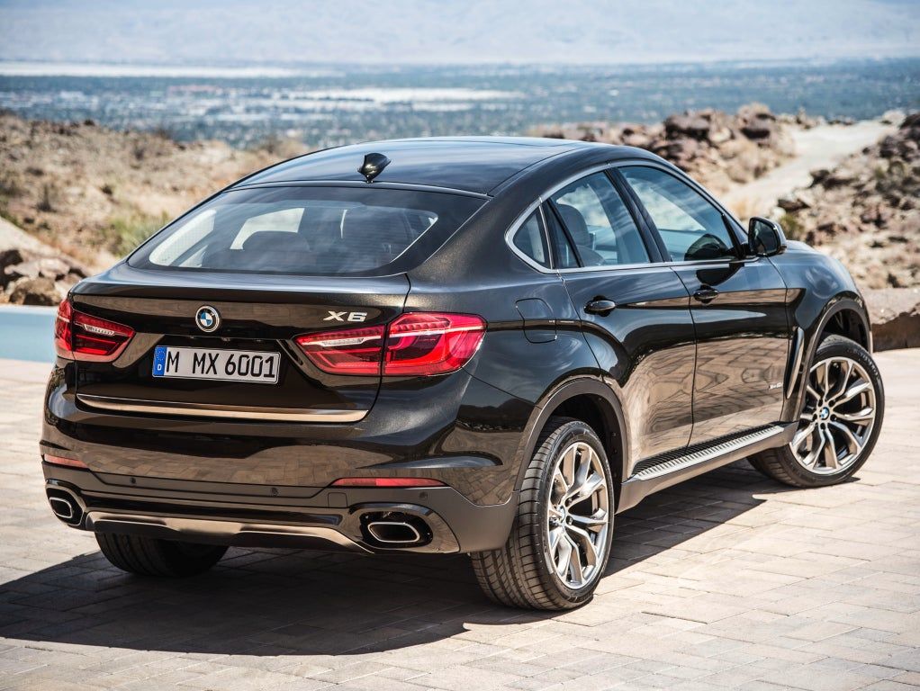 BMW X6: trasera
