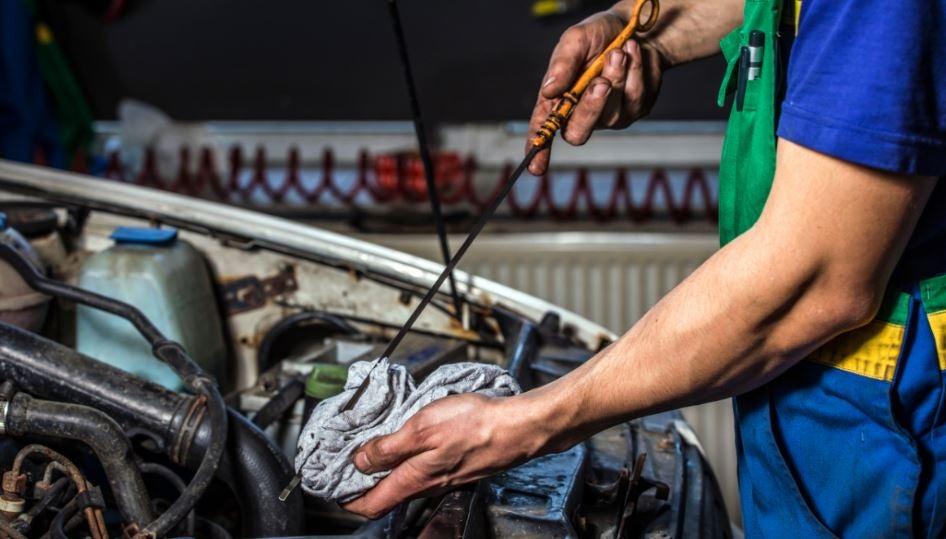 cambiar el aceite a tu coche es sencillo motor cuidados
