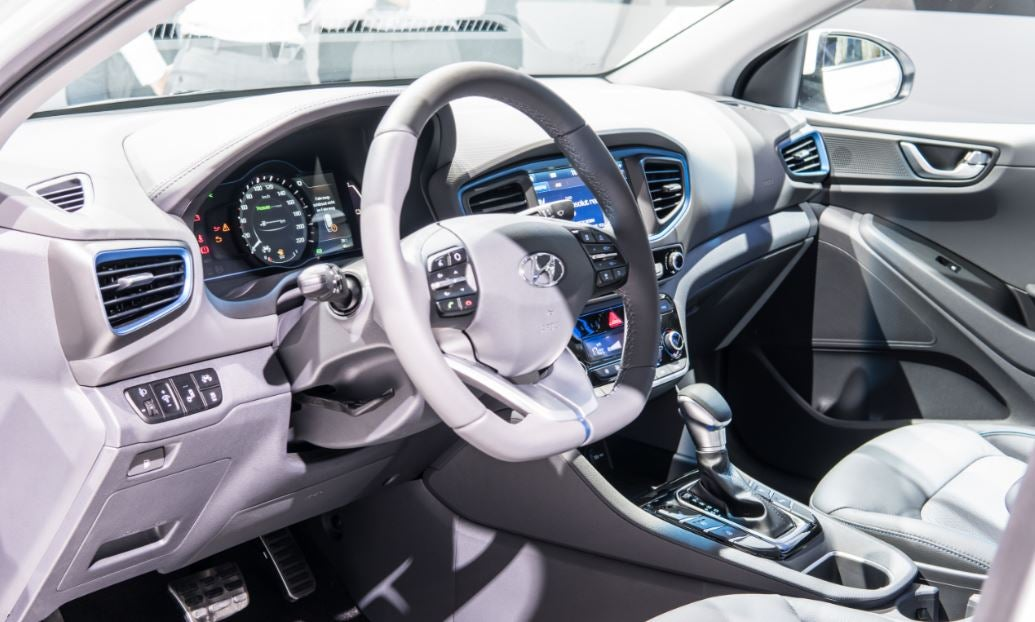 Hyundai ioniq interior 2018 híbrido eléctrico