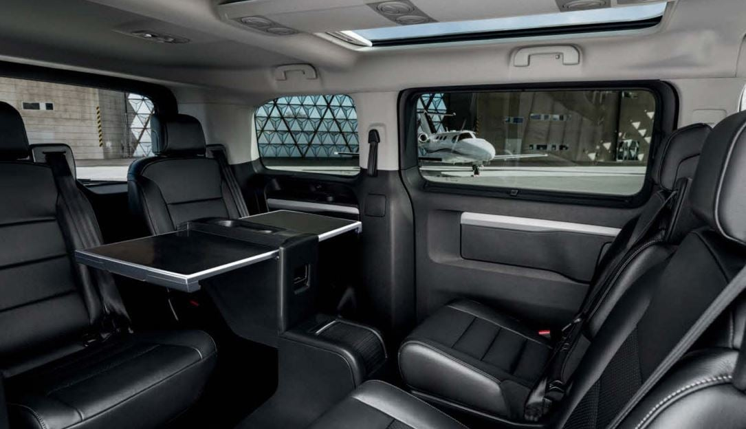 Interior del Traveller Peugeot Business.