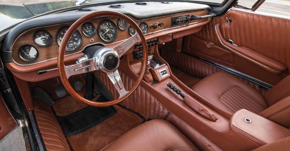 Interior del coche iso Grifo muscle car clásico