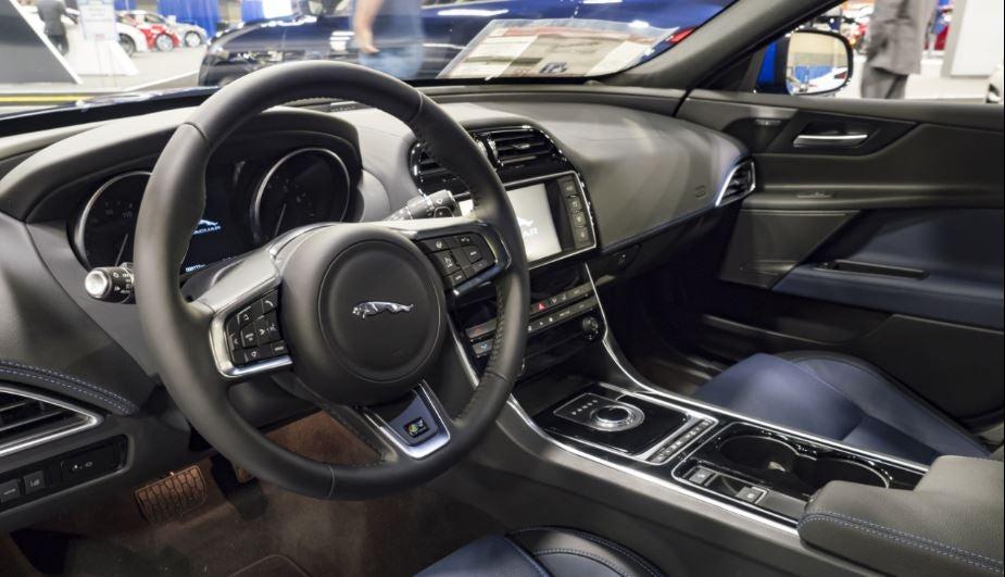 Jaguar XF interior berlina clásica