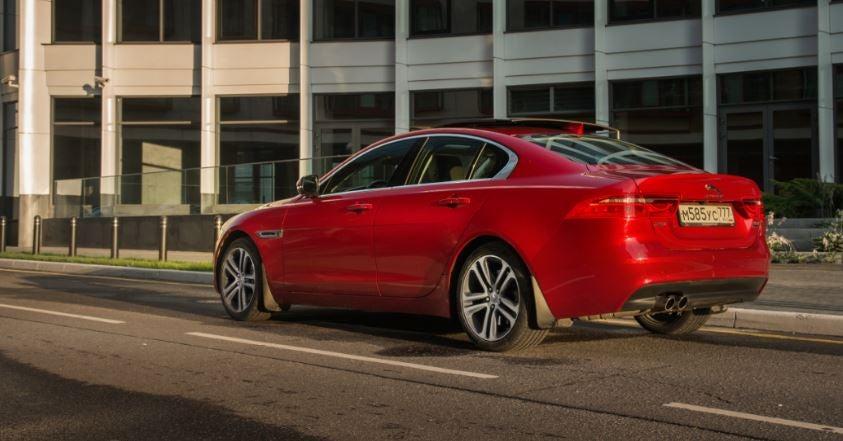Jaguar XE berlina clásica