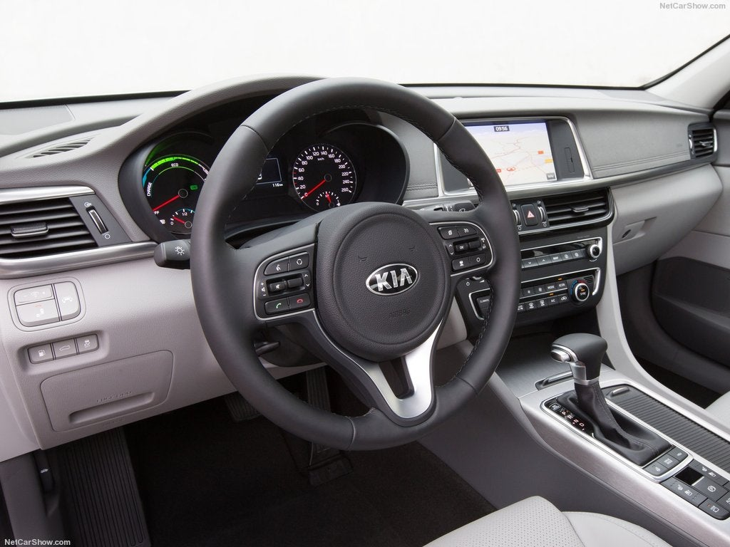 Kia Optima Plug In Hybrid 2017: interior