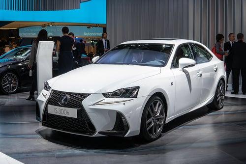Lexus IS: otro híbrido renovado y más dinámico