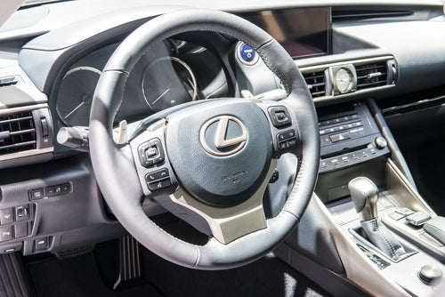 Lexus IS 300h: interior