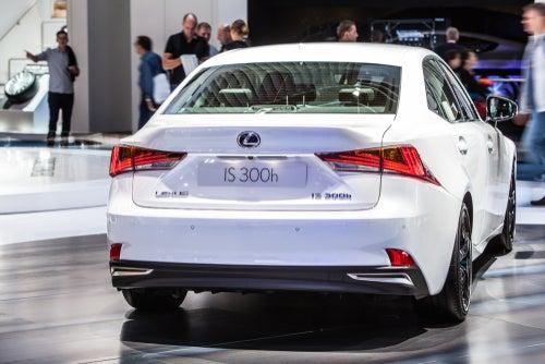 Lexus IS 300h: trasera