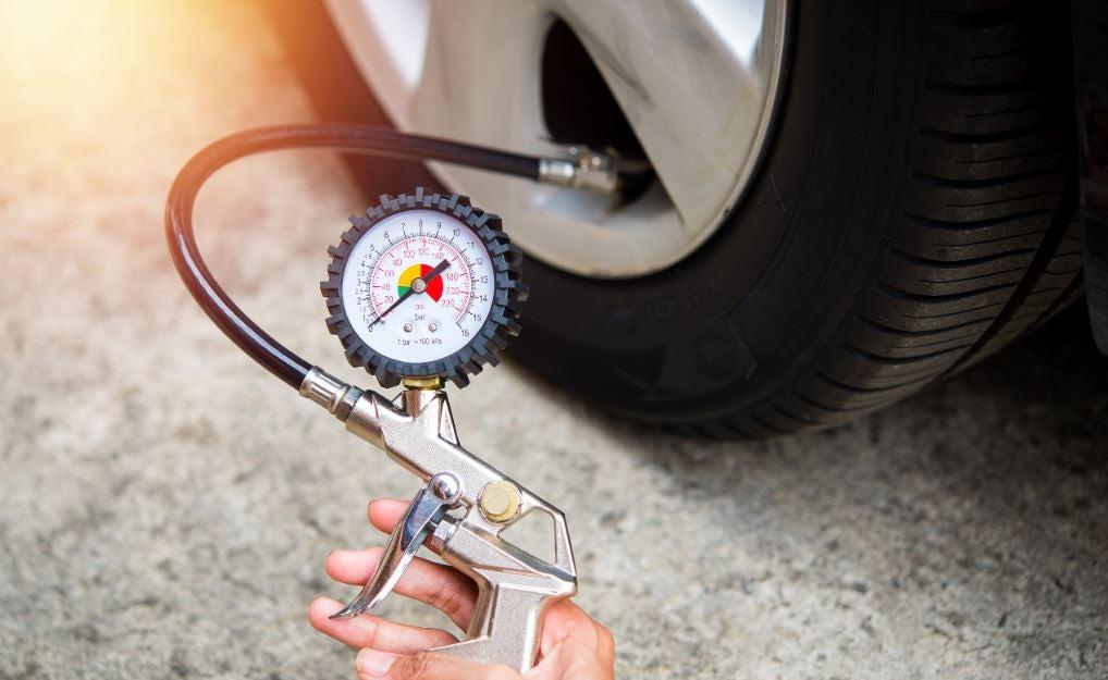 ¿Cuál es la presión correcta de los neumáticos?
