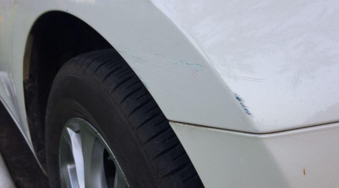 Reparar los arañazos de tu coche.