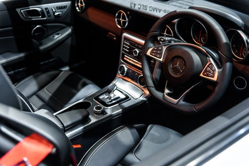Roadster Mercedes SLC deportivo: interior