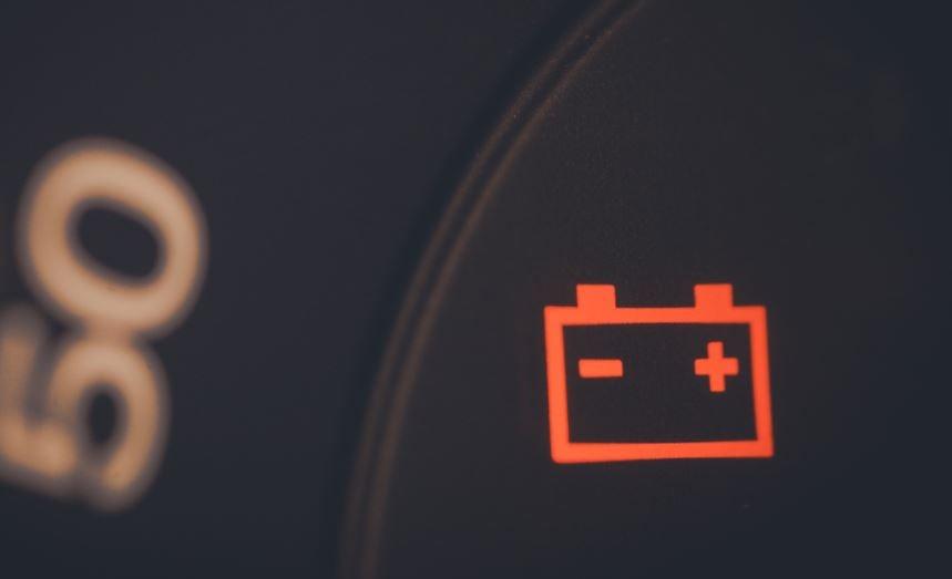¿Qué hacer si el coche se queda sin batería?