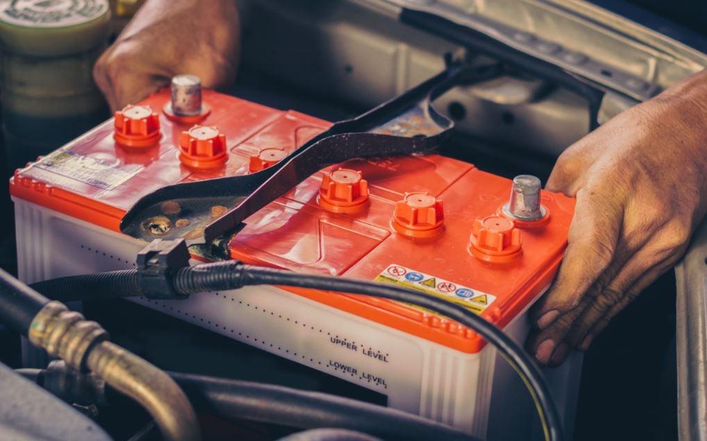 ¿Cómo funciona la batería del coche?