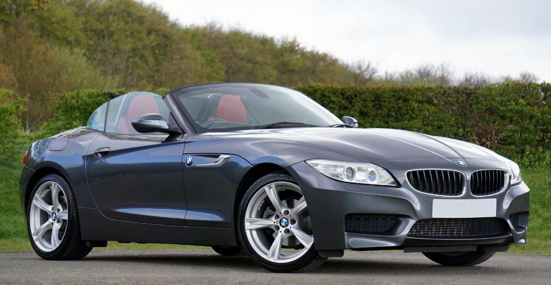 Imagen exterior frontal del mítico BMW Z4.