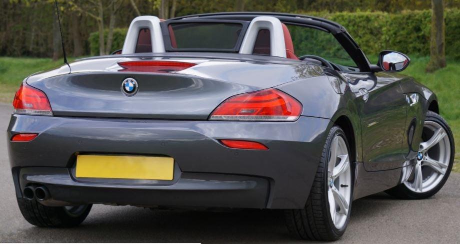 Imagen exterior trasera del mítico BMW Z4.