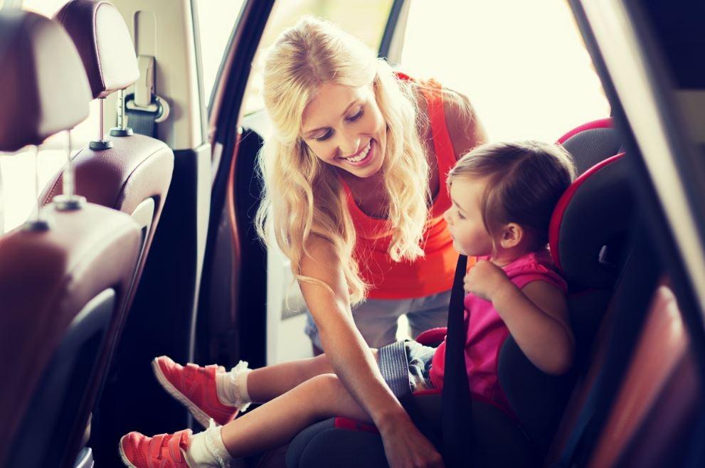El invento del cinturón de seguridad y su implementación en todos los vehículos del mercado han reducido notablemente las muertes y lesiones por accidente de coche.