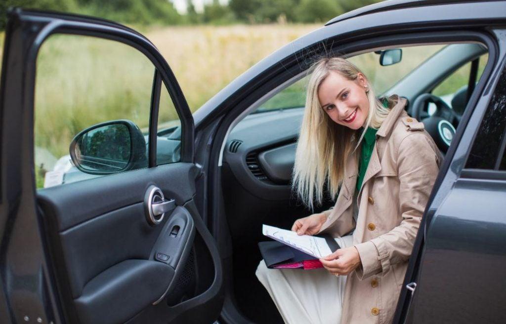 ¿Cuáles son los papeles del coche obligatorios?