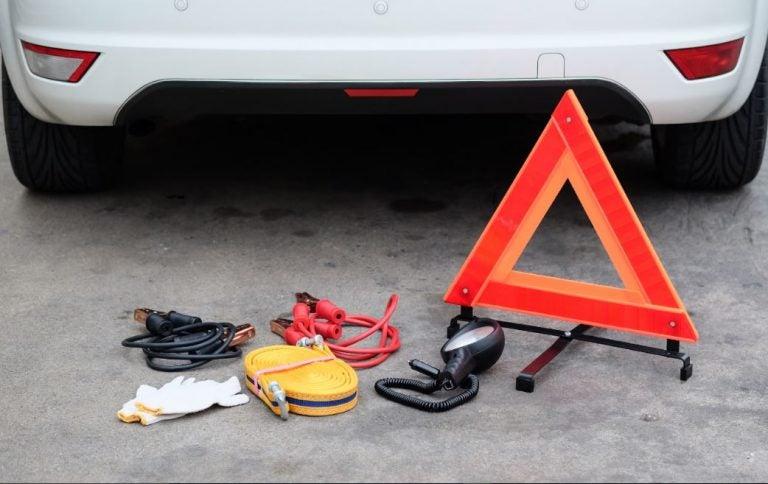 ¿Qué cosas imprescindibles hay que llevar en el coche?