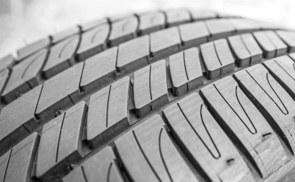 Consejos para el cuidado de los neumáticos: dibujo gastado
