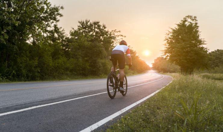 Innovaciones en seguridad vial, ciclista, coche, carretera, accidente.