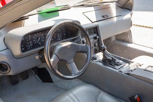 Interior del DeLorean DMC-12: coche de Regreso al futuro