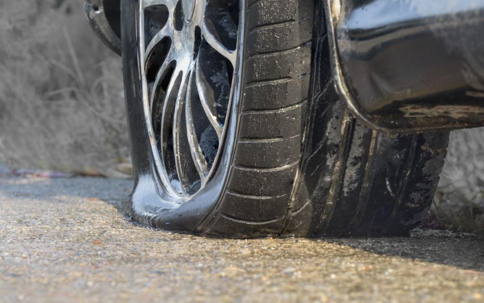 Kit antipinchazos o rueda de repuesto temporal ¿cuál es mejor?