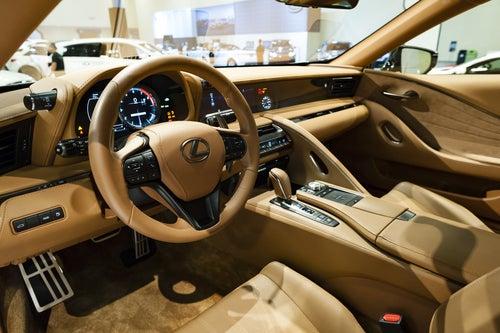 Lexus LC 500h 2017: interior